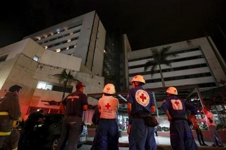 Động đất Ecuador: 77 người thiệt mạng, ban bố tình trạng khẩn cấp - ảnh 1