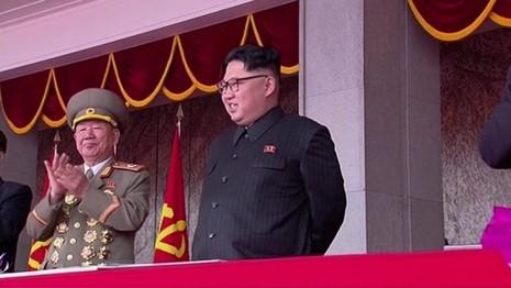 Triều Tiên diễu binh quy mô lớn mừng đại hội đảng kết thúc - ảnh 3