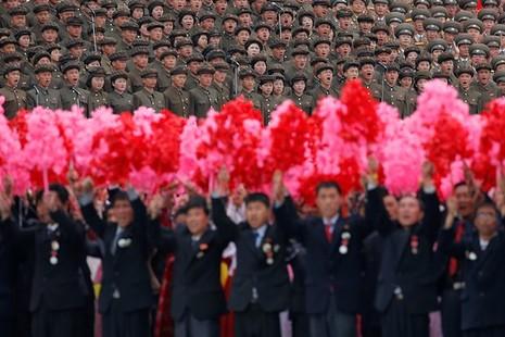 Triều Tiên diễu binh quy mô lớn mừng đại hội đảng kết thúc - ảnh 5