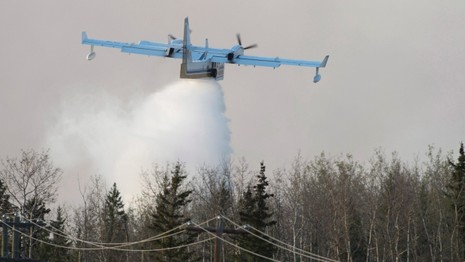 Nga đề nghị đưa máy bay đối phó cháy rừng kinh hoàng tại Canada - ảnh 1