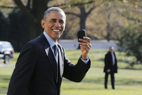 Soi chiếc điện thoại 'bất khả xâm phạm' của ông Obama - ảnh 1