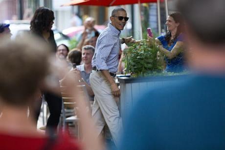 Ông Obama 'hẹn hò' cùng vợ ở nhà hàng Mexico sau khi về nước - ảnh 4