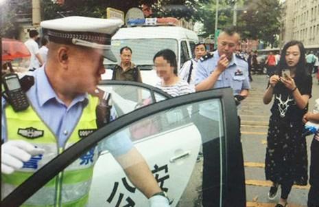 Thí sinh Trung Quốc bước vào kỳ thi đại học 'nghiêm ngặt nhất lịch sử' - ảnh 3