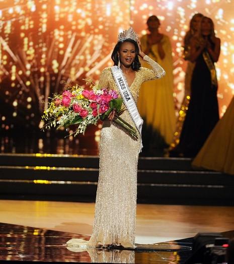 Chiêm ngưỡng vẻ đẹp của nữ sĩ quan đoạt giải Hoa hậu nước Mỹ - ảnh 1
