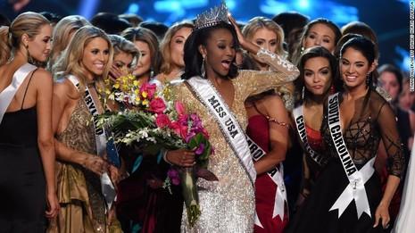 Chiêm ngưỡng vẻ đẹp của nữ sĩ quan đoạt giải Hoa hậu nước Mỹ - ảnh 6