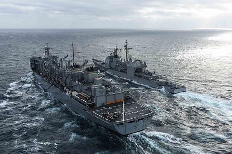 Tham mưu trưởng Hải quân Mỹ thăm tàu siêu sân bay trên Biển Đông - ảnh 4