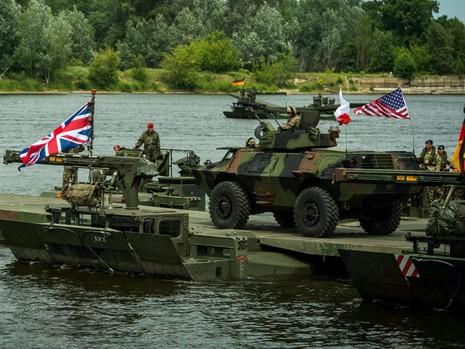 Ngoại trưởng Đức cảnh báo NATO 'hiếu chiến' - ảnh 1