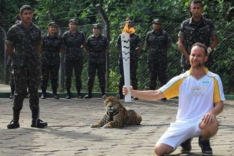 'Linh vật' đội Olympic Brazil bị bắn chết ngay sau lễ rước đuốc - ảnh 2