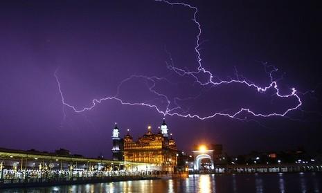 Sét đánh tại thành phố Amritstar, Ấn Độ vào tháng 4.