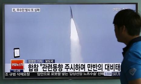 Tin tức vụ phóng tên lửa của Triều Tiên được phát trên truyền hình Seoul.