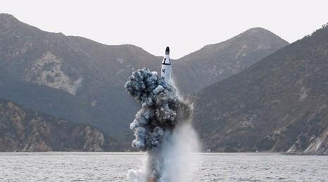 Triều Tiên phóng tên lửa đạn đạo từ tàu ngầm thất bại - ảnh 1