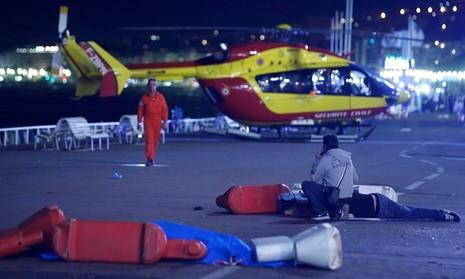 Khủng bố Quốc khánh Pháp: 84 người thiệt mạng, thương vong liên tục tăng - ảnh 15