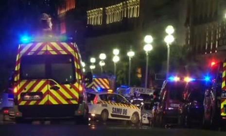 Khủng bố Quốc khánh Pháp: 84 người thiệt mạng, thương vong liên tục tăng - ảnh 16