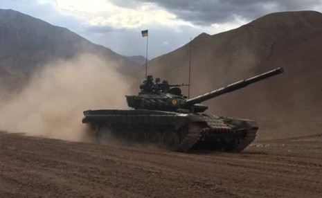 Trung đoàn xe tăng gần 100 chiếc cách biên giới Trung Quốc chỉ vài kilomet