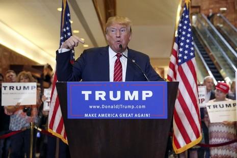 Trump hứng 'búa rìu' vì khiêu khích Nga hack email bà Clinton - ảnh 1