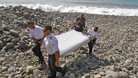 Phần cánh phụ được tìm thấy trên đảo Reunion của Pháp hồi tháng 7-2015. (Ảnh: AP)