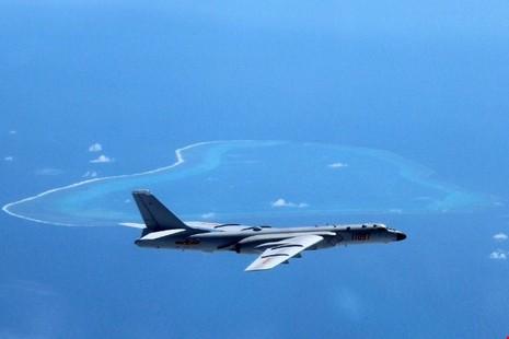 Trung Quốc ngang ngược cho máy bay ném bom, Su-30 tuần tra biển Đông - ảnh 1