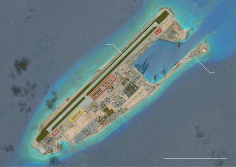 Các nhà chứa máy bay tại Bãi Chữ Thập.