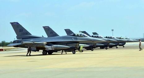 Đội máy bay F16 của Không quân Mỹ được triển khai tại căn cứ không quân Incerlik, Thổ Nhĩ Kỳ vào ngày 9-8-2015. Ảnh: SPUTNIK