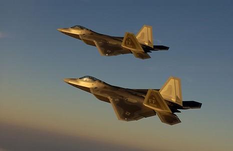 2 chiếc F-22 của Mỹ đã đối mặt với hai máy bay Su-24 của không quân Syria trên vùng trời Hasakah.