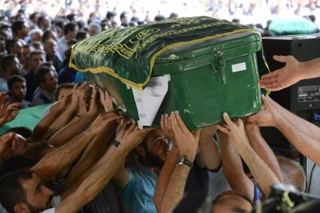 Sát thủ đánh bom đám cưới giết 51 người mới 12 tuổi