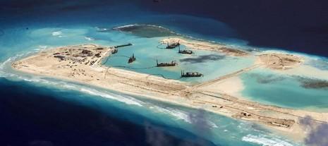 Trung Quốc lấy đất cát Philippines xây đảo ở biển Đông
