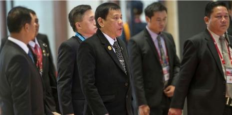 Tổng thống Obama gặp mặt ông Duterte sau khi bị xúc phạm