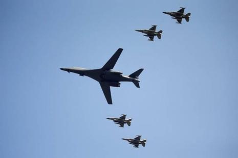 Máy bay ném bom Mỹ  bay cách biên giới Triều Tiên 77km
