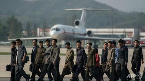 Triều Tiên rầm rộ biểu diễn máy bay, trực thăng quân sự