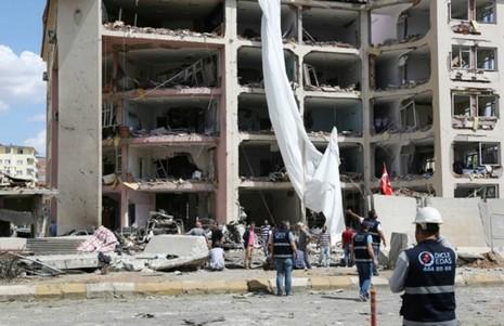 Nổ xe chở quân đội Thủ Nhĩ Kỳ, 8 người bị thương