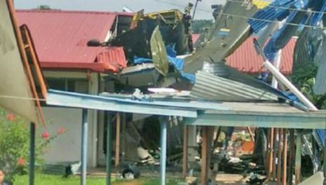 Vụ tai nạn gây hư hỏng cho trường học ở thị trấn Tawau. Ảnh: Free Malaysia Today