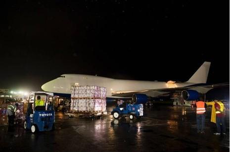 Chiếc Boeing 747 đã chuyển 90 tấn vật dụng cứu trợ với giá trị hơn 300.000 USD đến đảo Caribbean. (Ảnh: Independent)