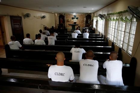 Hé lộ cuộc sống trong các trại cai nghiện Philippines - ảnh 7