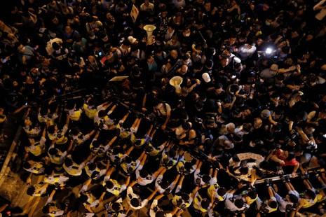 Biểu tình tại Hong Kong leo thang bạo lực - ảnh 3