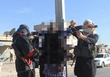 30 dân thường bị IS hành quyết bằng chích điện - ảnh 2