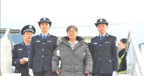 Quan tham Trung Quốc lẩn trốn 13 năm đã về nước đầu thú - ảnh 1