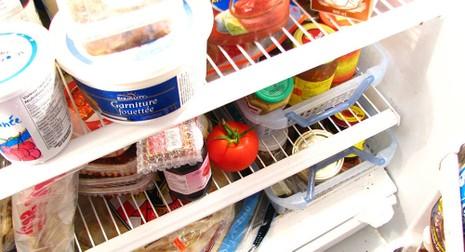 Phát đồ ăn theo cân nặng, trường học gây bão mạng