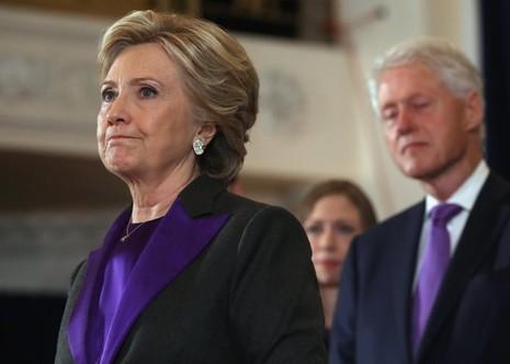 Bà Hillary Clinton trong bài phát biểu thừa nhận thất bại sau cuộc bầu cử. Ảnh: GETTY