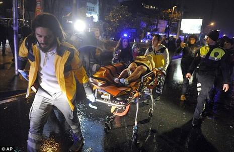Khủng bố tại hộp đêm Istanbul 'đội lốt' ông già Noel  - ảnh 1