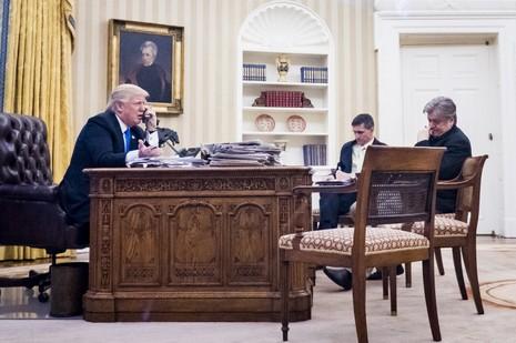 Ông Trump nổi đóa với Thủ tướng Úc qua điện thoại - ảnh 1
