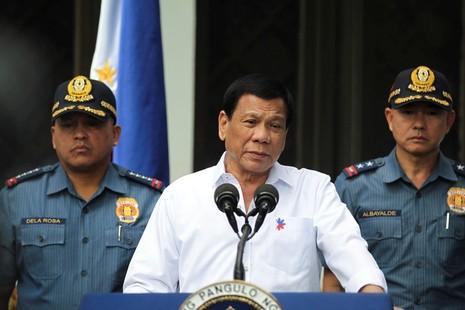 Sau ma túy, ông Duterte tuyên chiến với cờ bạc - ảnh 1