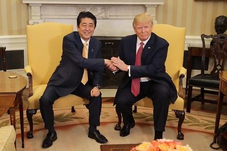 Ông Trump bàn chuyện 'quốc gia đại sự' giữa bàn tiệc - ảnh 3