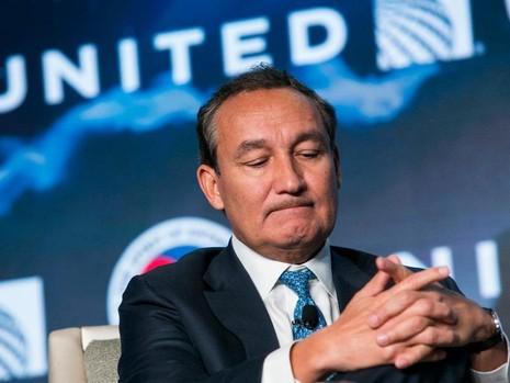 United Airlines rớt giá thảm sau vụ 'kéo lê hành khách' - ảnh 1