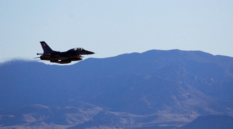 Mỹ cho máy bay luyện tập ném bom hạt nhân trọng lực - ảnh 1
