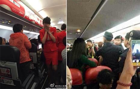 Quang cảnh hỗn loạn trên máy bay sau khi xảy ra vụ tiếp viên bị hắt nước