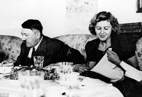 Tiết lộ những giờ phút cuối cùng của trùm phátxít Adolf Hitler - ảnh 1