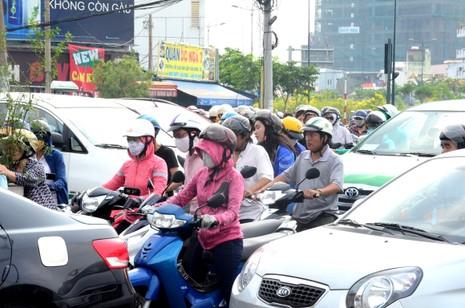 Lần đầu tiên kẹt xe hàng giờ trên đại lộ Phạm Văn Đồng - ảnh 4