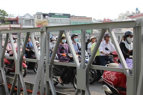 Cầu Trần Khánh Dư sáng chiều đều... kẹt - ảnh 3