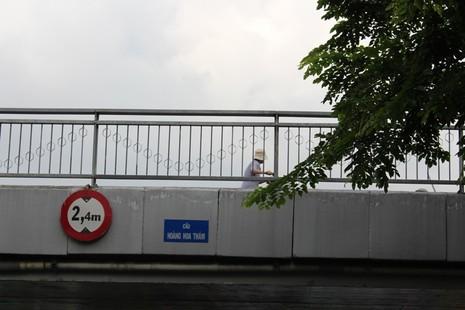 Cầu Trần Khánh Dư sáng chiều đều... kẹt - ảnh 9