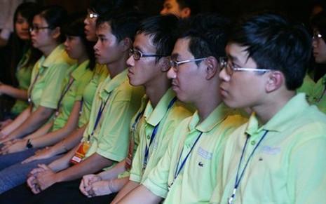 Các thủ khoa đầu ra xuất sắc trong lễ vinh danh ở Văn Miếu - Quốc Tử Giám năm 2011